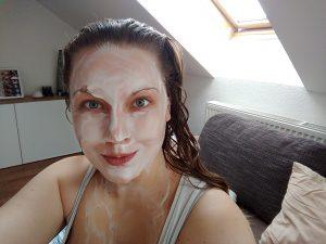 jogurtová maska s medom na plet- tvár a dekolt